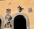 Cutigliano, palazzo dei capitani della montagna, stemmi 10.jpg