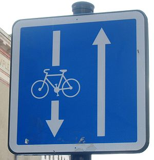 Contraflow lane - Roadsign in Rennes indicating a street which is one-way for motorised vehicles but two-way for bicycles