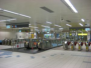 Danfeng Station Concourse.jpg