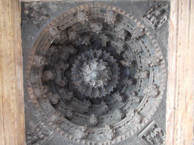 File:Decorative carving,bugga lord vishnu temple,tadpatri AP - panoramio.jpg
