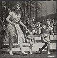 Defilé op Soestdijk Prinsessen Beatrix, Margriet en Marijke (Christina) rennen …, Bestanddeelnr 019-1076.jpg