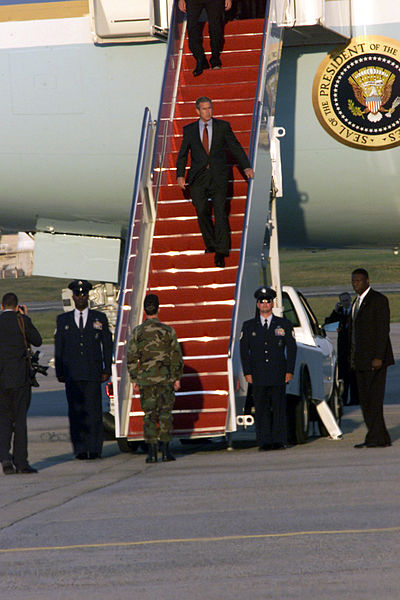FileDeplaning Air Force One President George W Bush