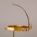 Diadem with two gazelle heads MET 26.8.99 EGDP013734.jpg