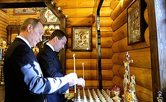 2010 Polish Air Force Tu-154 crash - Dmitry Medvedev and Vladimir Putin in church
