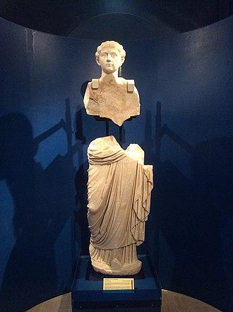 Melite (ancient city) - Statues of Emperor Claudius and his daughter Claudia Antonia found at the Domus Romana