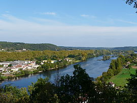 The Dordogne river, separating Lalinde (left) and Couze-et-Saint-Front (right)