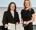 Dr. Sandra von Möller bei der Verleihung des Bundesverdienstkreuzes (cropped).jpg
