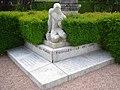 Dun-les-Places, monument des fusillées.JPG