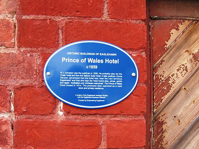 Photo of Prince of Wales Hotel, Eaglehawk, Victoria, W. J. Johnson, and Emma Hansen blue plaque