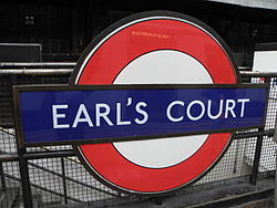 Earl's Court tube stn District platform roundel 2012.JPG