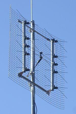 Reflective array antenna - Image: Eight bay bowtie TV antenna