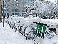 Eingeschneite Fahrräder in Winterthur.jpg