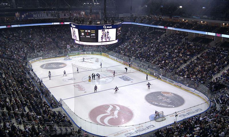 Eishockey O2 World Hamburg.jpg