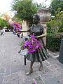 Escultura de la vendedora de flores en el Jardín de San Marcos durante la feria, Aguascalientes 01.JPG