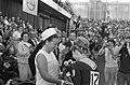 Europese turnkampioenschappen, Vera Caslavska geeft haar bloemen aan prinses Mar, Bestanddeelnr 920-3544.jpg