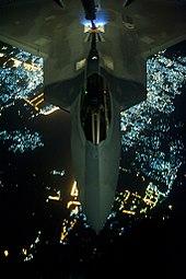 מטוסי הקרב ה-F22  הוא מטוס חמקן הכי טוב בעולם. למה לא מוכרים אותו לישראל? 170px-F-22-Refuel-3