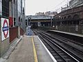 Farringdon station Thameslink platforms look north AC DC switch.JPG
