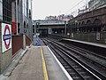 Farringdon station Thameslink platforms look north AC DC switch.JPG