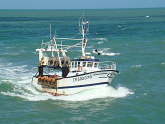 Fécamp - A fishing boat returns to port
