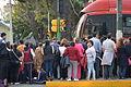 Fieles esperando al Papa Francisco fuera de la Nunciatura Apostólica de la Ciudad de México 04.JPG