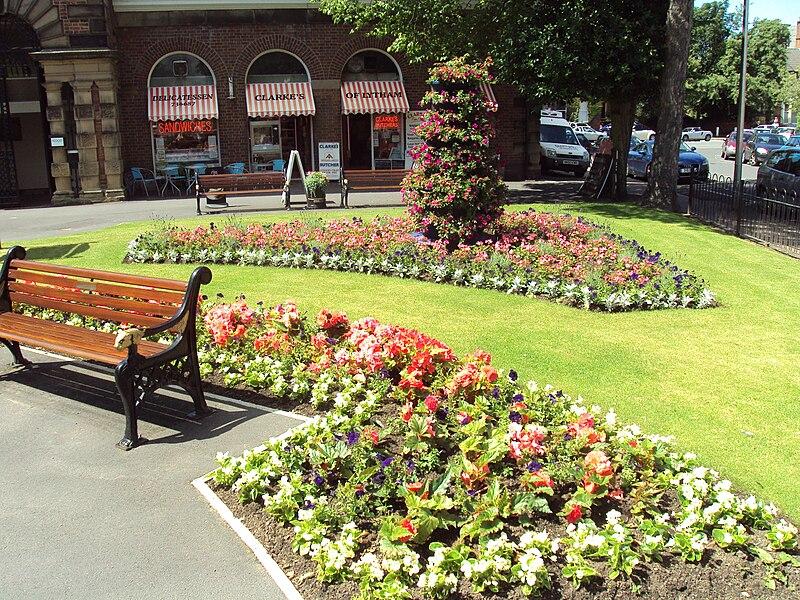 File:Flower garden, Lytham - DSC07168.JPG