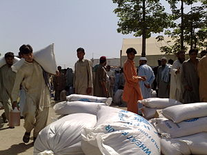2009 refugee crisis in Pakistan - Ration distribution point