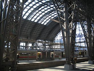 Frankfurt (Main) Hauptbahnhof - View through the platform hall of the station