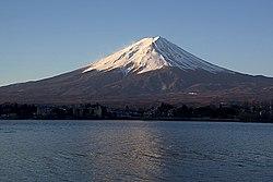O Monte Fuji e o Lago Kawaguchi ao nascer do Sol.