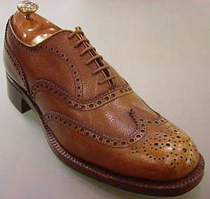 Brogue shoe - Men's full brogue (or wingtip) Oxford dress shoe