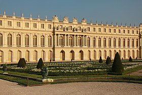 Garden facade of the Palace of Versailles, April 2011 (11).jpg