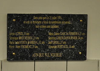 1995 France bombings - Plaque commemorating the victims of the Saint-Michel station bombing on 25 July 1995