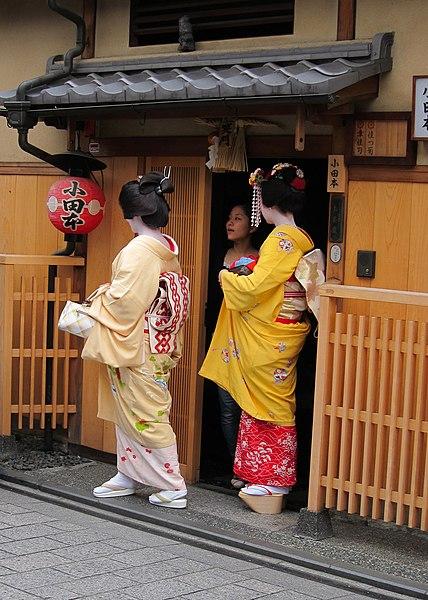 filegeisha maiko shikomi in kyotojpg wikimedia commons