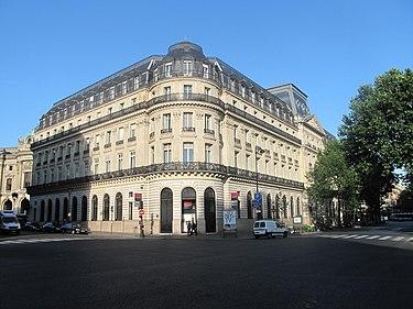 Здание Сосьете Женераль в Париже