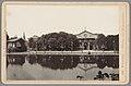Gezicht op het kurhaus en een muziektent in Wiesbaden Wiesbaden - Kursaal und Musikpavillon (titel op object) Die Rheinlande (serietitel op object), RP-F-00-786.jpg