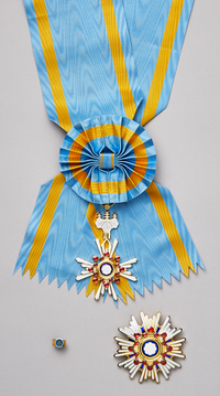 Grand Cordon of the Order of the Sacred Treasure.png