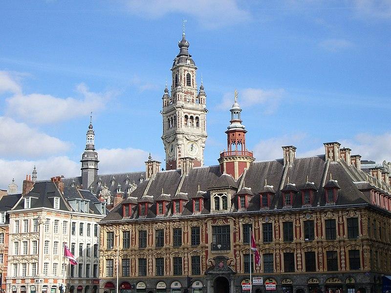 Fichier:Grande Place, Bourse du travail et beffroi Lille 2.JPG