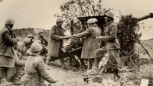 Canon de 85 modèle 1927 Schneider - The Schneider 85 mm gun in action during the Greco-Italian War.