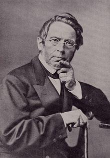 https://upload.wikimedia.org/wikipedia/commons/thumb/d/d5/Gustav_Droysen.jpg/220px-Gustav_Droysen.jpg