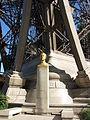 Gustave Eiffel szobra az Eiffel-toronynál.JPG