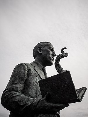 Gage Prentiss, H.P. Lovecraft statue in Providence