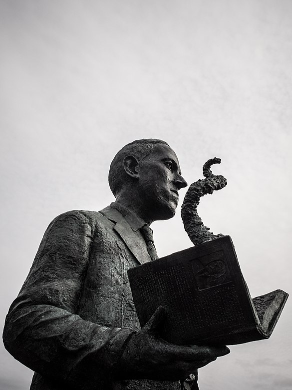 H.P. Lovecraft statue in Providence, RI sculpted by artist Gage Prentiss. Photo by David Lepage.jpg
