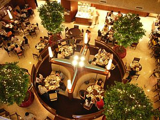 Hong Kong cuisine - People enjoying a meal