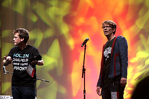 Hank Green - Hank (right), with his brother, John, at VidCon 2012