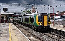 Harrow and Wealdstone station MMB 09 350121.jpg