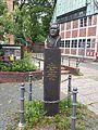 Hasse-Stele in Bergedorf 2015-08-16.jpg