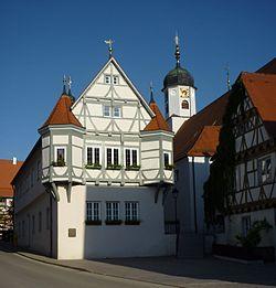 Hayingen - Rathaus 16. Jh.und Kirchturm St. Vitus.jpg