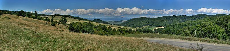 File:Hills near Rohia - panoramio - paulnasca.jpg