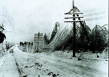 https://upload.wikimedia.org/wikipedia/commons/thumb/d/d5/Ice_storm.jpg/220px-Ice_storm.jpg