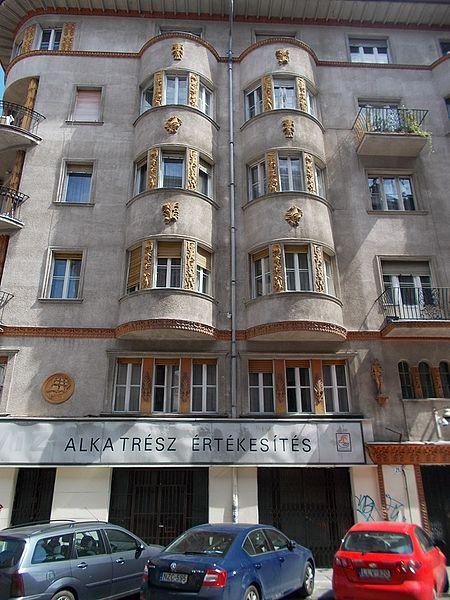 File:Ignác Heisler house, Radnóti Street, 2017 Újlipótváros.jpg