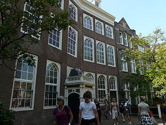 Begijnhof Chapel, Amsterdam - Entrance to the chapel is directly opposite to the entrance to the English Reformed Church